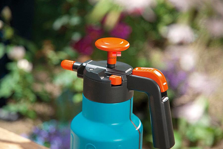 Bình tưới nước cho cây Gardena