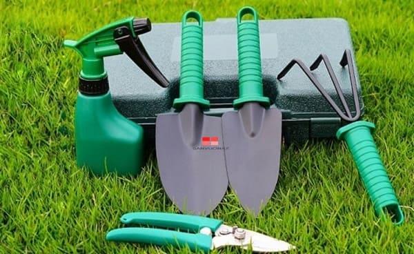 Bộ dụng cụ làm vườn mini 5 món phục vụ tốt nhu cầu trồng cây tại thành phố