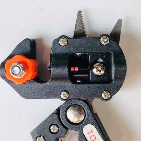 Lưỡi kéo làm từ thép chất lượng cao, không gỉ